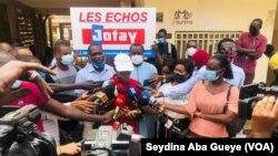 Les organisations de presse se sont mobilisées suite à ces violences contre les acteurs des médias, à Dakar, le 5 août 2020. (VOA/Seydina Aba Gueye)