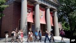 Khuôn viên của trường Đại học Harvard ở Cambridge, Massachusetts, Hoa Kỳ