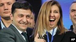 Президент Украины и лидер партии «Слуга народа» Владимир Зеленский с супругой