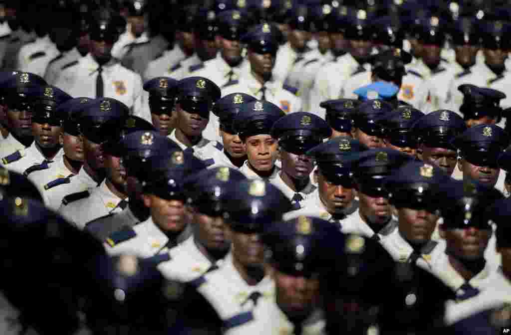 Haiti - Polis Akademiyasının yeni məzunları