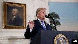 پرزیدنت ترامپ روز سه شنبه ۸ مه ۲۰۱۸، طی سخنانی در کاخ سفید اعلام کرد که آمریکا از توافق جامع هستهای ۲۰۱۵ قدرتهای جهانی با ایران خارج خواهد شد