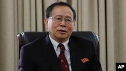 朝鲜外交部美国事务局局长韩成烈在平壤接受美联社采访(2016年7月28日)