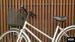 El año pasado, Bikes for the World recolectó y envió 10,000 bicicletas a otros países. Este año esperan superar ese número.