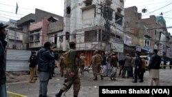 تصاویر: پشاور میں کار بم دھماکہ