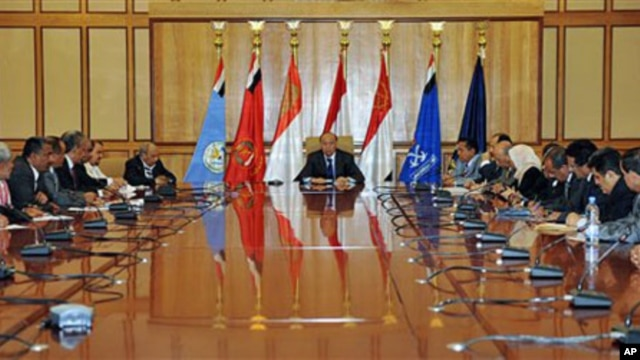Yemeni Vice President Abed Rabbo Mansour Hadi (C), who is acting leader in the president's absence, heads a meeting with members of the ruling party in Sana'a, Yemen, June 6, 2011