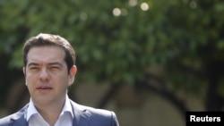 希腊总理齐普拉斯前往雅典市中心的总统府会晤其他领导人 (2015年7月6日)