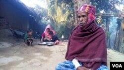 ອົບພະຍົບ ທ້າວ Arofa Begum ແລະລູກຂອງລາວ ຢູ່ທີ່ ສູນ Rohingya ໃນເມືອງ Cox's Bazar, ບັງກລາແດັສ.