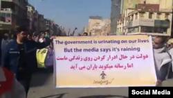 کارگران معترض فولاد اهواز در ایران شعار معترضان موسوم به «جلیقهزردها» در فرانسه را در اعتراضات خود حمل کردند.