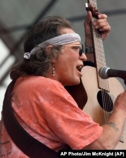 FILE: Country Joe McDonald performing on Sunday Aug. 15, 1999 at the site of the first Woodstock. (AP Photo/Jim McKnight)