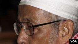 Abu Bakar Ba'asyir dalam sidang pembacaan dakwaan dua pekan lalu di Pengadilan Negeri Jakarta Selatan.
