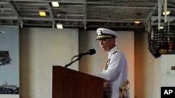 被永久性解除官職的奧諾斯較早前在諾福克的海軍基地向隊員和嘉賓發表講話