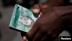 """Unas 125 personas han sido arrestadas y 1.133 cuentas bancarias han sido congeladas en los últimos días como parte de la operación que ha sido denominada por las autoridades """"manos de papel""""."""