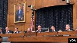 2019年6月4日,麥戈文眾議員、魯比奧參議員、史密斯眾議員等兩黨議員在國會舉行天安門事件30周年的聽證會。(美國之音李逸華拍攝)