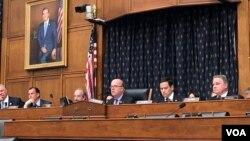 2019年6月4日,麦戈文众议员和鲁比奥参议员、史密斯众议员等两党议员在国会举行天安门事件30周年的听证会。(美国之音李逸华拍摄)