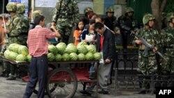 Çin hükümeti 2009'da büyük ayaklanmaya sahne olan Urumçi'de bu kez işi şansa bırakmak istemiyor