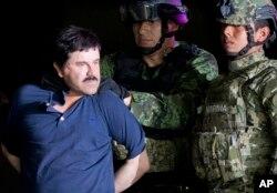 เอล ชาโป กุซมัน หัวหน้าขบวนการค้ายาเสพติดรายใหญ่ในเม็กซิโก ที่หลบหนีจากคุกที่ความปลอดภัยเข้มงวดถึง 2 ครั้ง ก่อนถูกจับมาดำเนินคดีในสหรัฐฯ