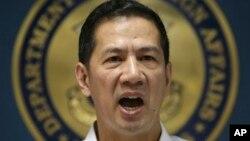 2013年9月2日,菲律宾外交部发言人费尔南德兹在记者会上宣读一份有关阿基诺总统取消到中国参加东盟博览会行程的声明。