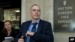 Detective Chief Inspector Paul Johnson of London's Metropolitan Police Service outside the Hatton Garden Safe Deposit, Ltd., April 9, 2015.
