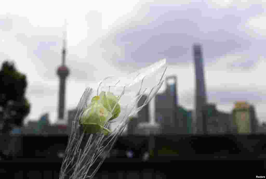 A bouquet of flowers was placed at the site of a memorial ceremony for people who were killed in a stampede incident during a New Year's celebration at the Bund, Shanghai, China, Jan. 6, 2015.