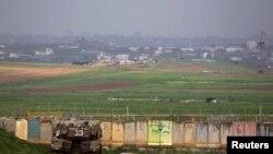اسرائیل کا ایک ٹینک غزہ کی شمالی سرحد پر تعینات ہے