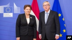 FILE - Latvian Prime Minister Laimdota Straujuma (L) and European Commission President Jean-Claude Juncker are seen at European Commission headquarters in Brussels Dec. 3, 2014.