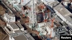 Suasana di PLTN Fukushima Daiichi (dari atas ke bawah: reaktor nuklir nomor 1, 2, 3 dan 4) yang dioperasikan oleh Tokyo Electric Power Co. (TEPCO), 11 Maret 2013 (Foto: dok).