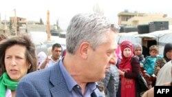 Le Haut-Commissaire des Nations Unies pour les réfugiés, Filippo Grandi, dans un camp de réfugiés non officiel dans la vallée de la Bekaa au Liban le 8 mars 2018.