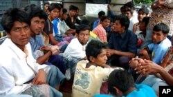 Hàng chục ngàn người sắc tộc Rohingya theo Hồi giáo đã rời bỏ Miến Ðiện trong mấy tháng qua để tránh những vụ bạo động giáo phái.