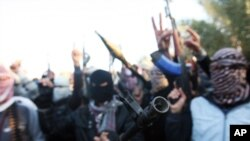 Gunmen gather in a street as they chant slogans against Iraq's Shi'ite-led government, demanding the army stay out of Fallujah, Anbar province, Jan. 7, 2014.
