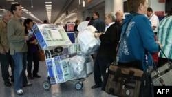 Penumpang penerbangan ke Kuba dari Miami. (Foto: dok.)