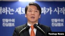 14일 선거캠프에서 국방안보정책을 발표하는 무소속 안철수 대선후보.