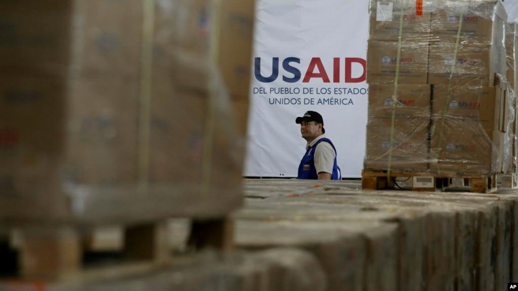 Hàng viện trợ của cơ quan USAID của Mỹ tại một nhà kho ở Cầu Quốc tế Tienditas bên ngoài Cucuta, Colombia, ngày 21 tháng 2, 2019.