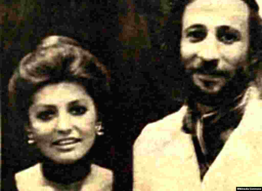 فرشید رمزی، تهیهکننده و برنامه ساز تلویزیون ملی ایران در سال های پیش از انقلابدر یکی از خانه های سالمندان کرج درگذشت. در این عکس رمزی در کنار گوگوش است.