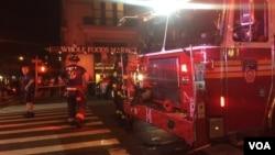 Vatrogasci na mestu eksplozije na Menhetnu (C. Mendoza/VOA)
