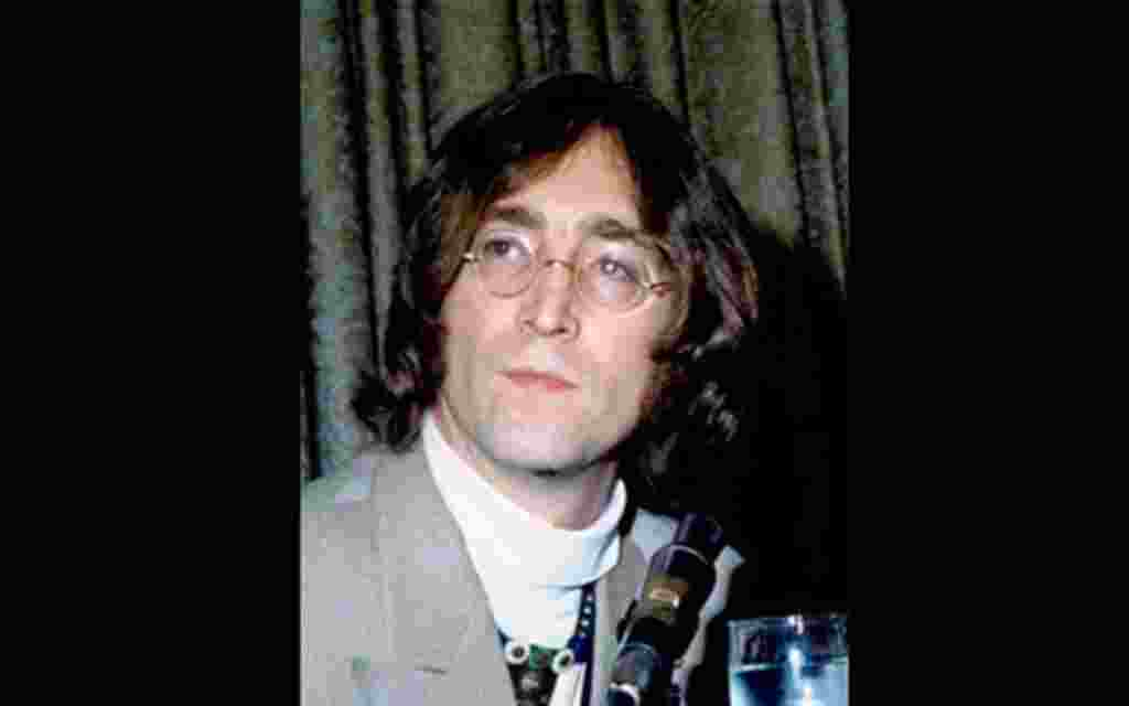 13 de mayo de 1968. Conferencia de John Lennon en el hotel Americana, Nueva York.