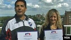 """Cecilia Gómez y Jorge Mendoza se casaron en Uruguay un 12 de febrero sabiendo que serian una """"pareja de fanáticos""""."""