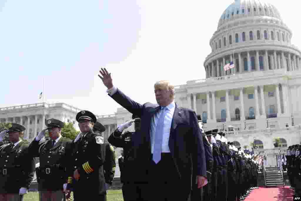 پرزیدنت ترامپ در سی و هفتمین مراسم سالانه بزرگداشت افسران صلح که در کنگره آمریکا برگزار شد.