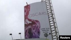 Papan iklan Oscars yang dipajang di Dolby Theatre di Hollywood, Los Angeles, California (foto: dok).