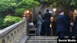 تصویری که سفیر بریتانیا از مهمانی افطار سفارت منتشر کرد.
