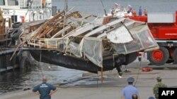 Ostaci turističkog broda koji se sudario sa šleperom na reci Moskvi, 31. jul 2011.