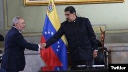 El presidente de Venezuela Nicolás Maduro dijo durante la ceremonia de firma del acuerdo con la petrolera Horizontal Well Drillings, que desea reunirse con su homólogo estadounidense Donald Trump. Foto: @NMartinezVe, Ministro del Poder Popular de Petróleo de Venezuela.