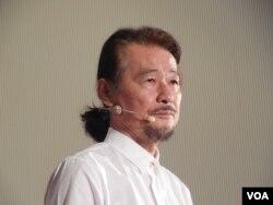 前民进党主席施明德5月21日在台北宣布参选总统时发表参选承诺(美国之音赵婉成拍摄)