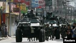 10일 필리핀 남부 삼보앙가 지역에서 군 병력이 이슬람 반군 세력을 진압하기 위해 이동 중이다.