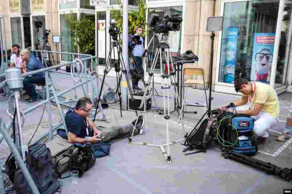 خبرنگاران در محل مذاکرات هسته ای در وین