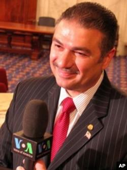 O Πρόεδρος της ΑΧΕΠΑ Nicholas Karacostas, η οποία τιμήθηκε με το Βραβείο Gabby.