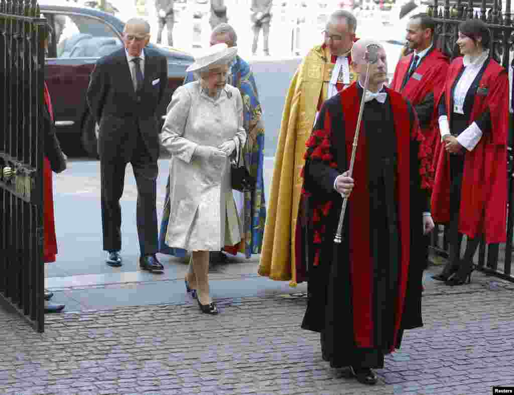 Britain's Queen Elizabeth arrives with Prince Philip at Westminster Abbey to celebrate the 60th anniversary of her coronation in London, June 4, 2013.