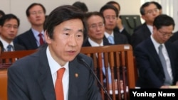 한국의 윤병세 외교부 장관이 14일 국회에서 열린 국정감사에서 대북 정책 등에 관해 설명했다.