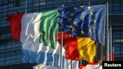 프랑스 스트라스부르에 위치한 유럽의회 앞에 걸려 있는 유럽연합 회원국의 국기들. (자료사진)