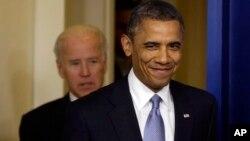 El presidente Barack Obama y el vicepresidente, Joe Biden, se reunieron con los jóvenes en el salón oval de la Casa Blanca.