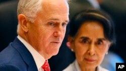 ၂၀၁၆ ခုႏွစ္တုန္းက Laos ASEAN ထိပ္သီးစည္းေဝးပြဲတြင္ Australia ဝန္ႀကီးခ်ဳပ္ႏွင့္ ႏိုင္ငံေတာ္အတိုင္ပင္ခံ ေဒၚေအာင္ဆန္းစုၾကည္ေတြ႔ဆံုစဥ္